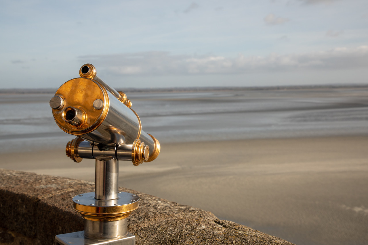 Photo Telescope on the Ramparts of le Mont Saint Michel Castle at low tide