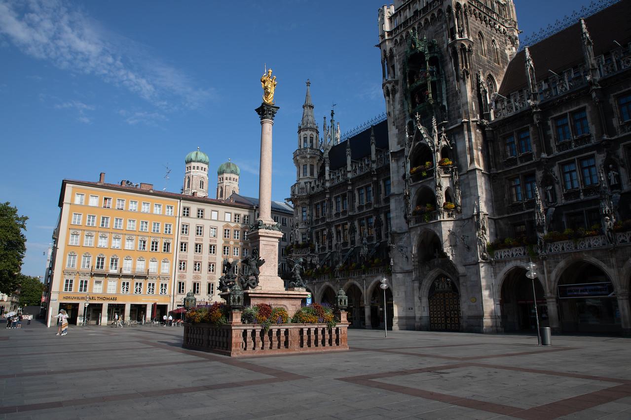 Neue Rathaus (New Town Hall) in Munich's Marienplatz