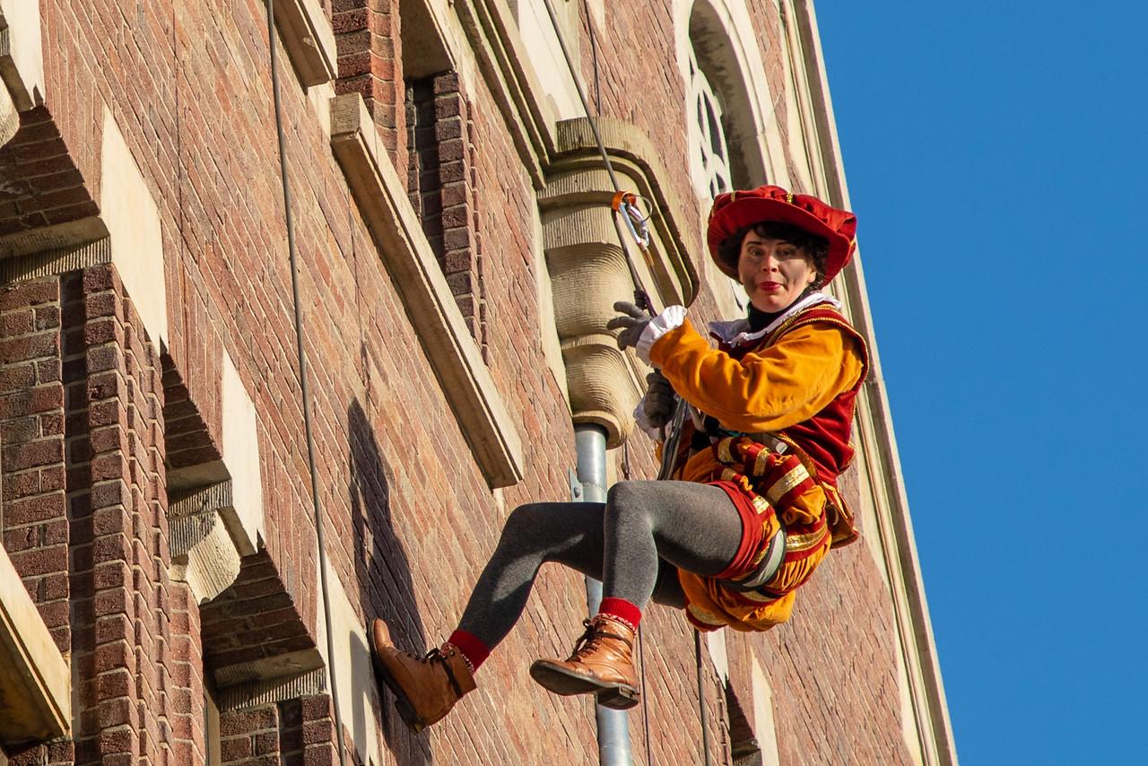 Zwarte Piet Rappelling Buildings in Amsterdam
