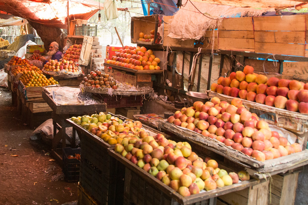 Image of Apples for sale in a Delhi Market
