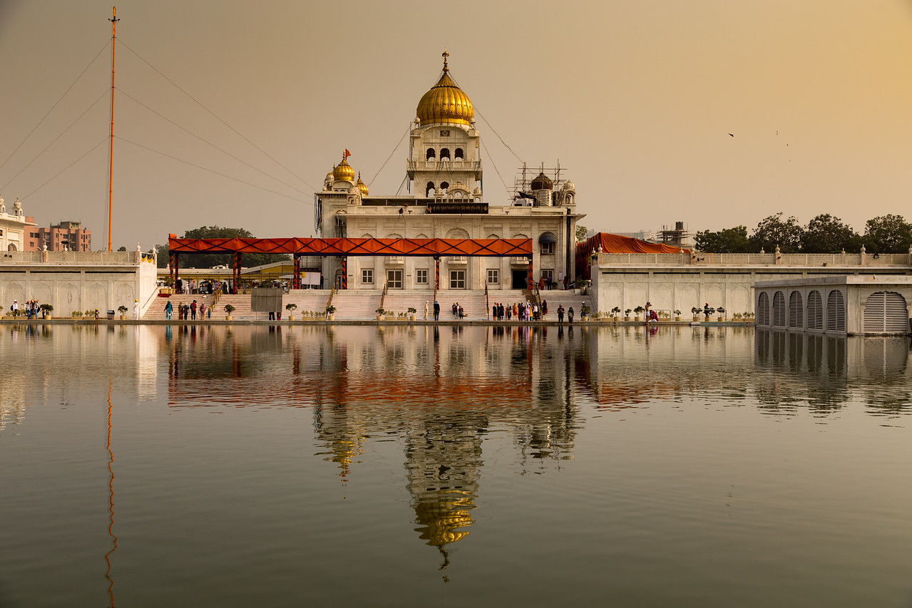 Gurudwara Bangla Sahib Temple serves free food in Delhi