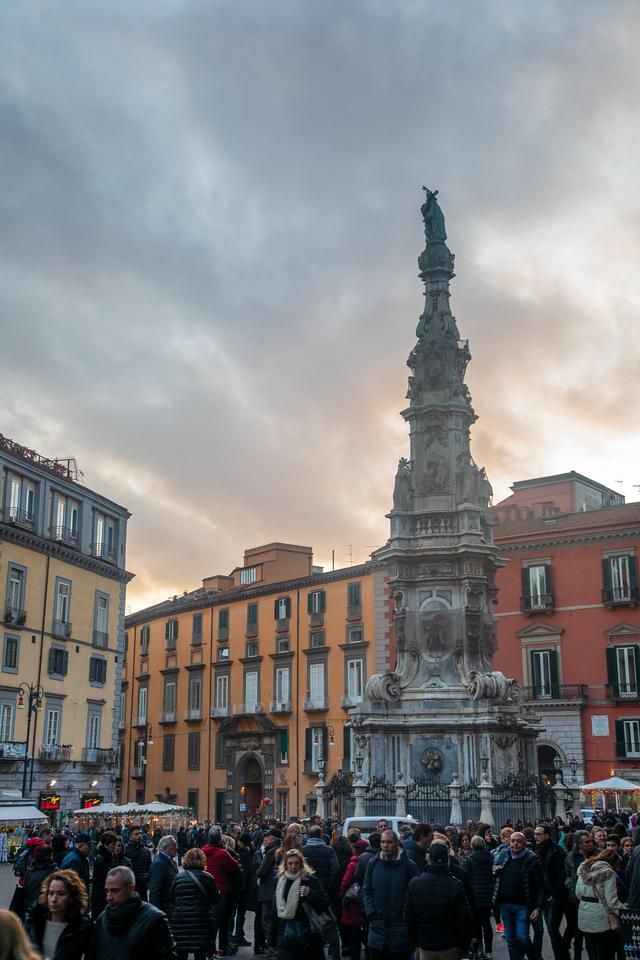 Piazza del Gesu Nuovo в Неаполе, Италия Неаполь за один день Неаполь за один день BL2A4533 X2