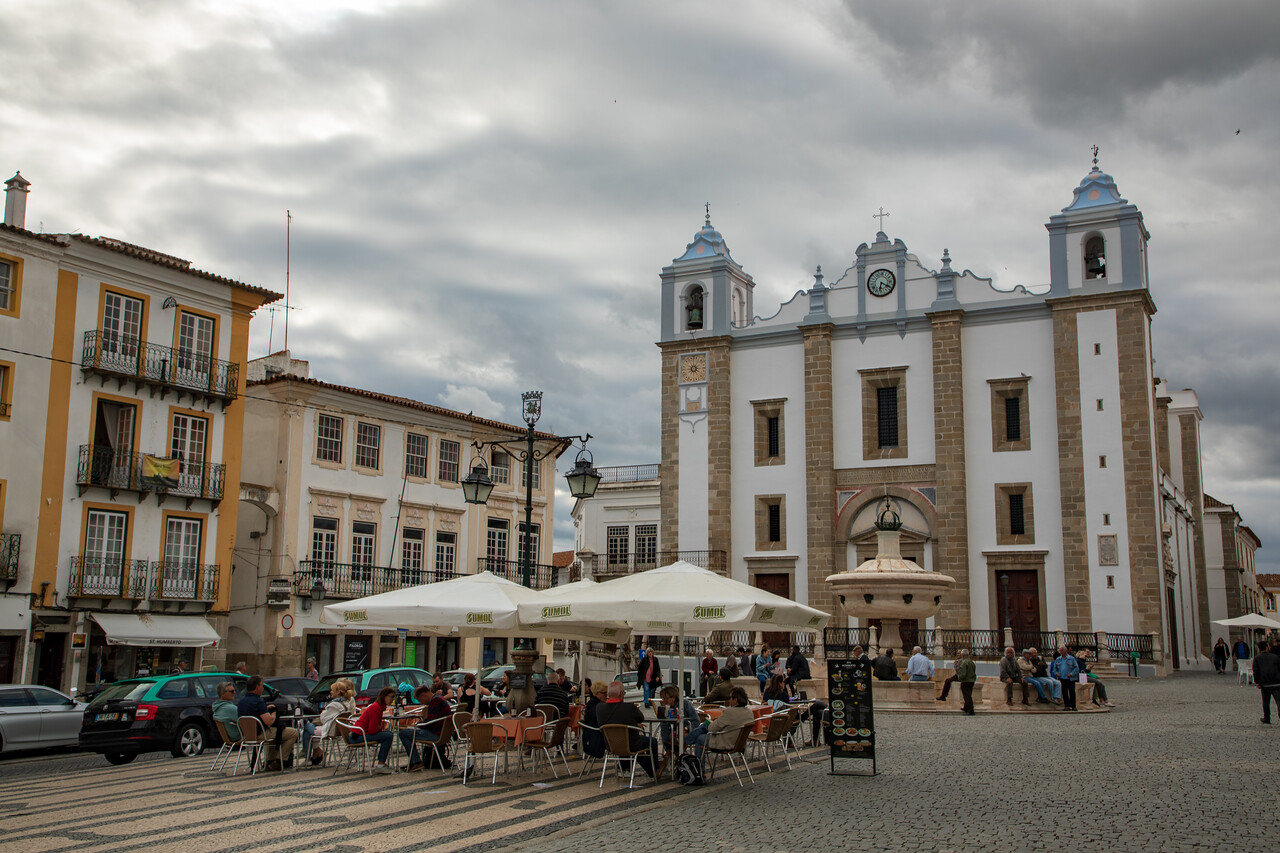 Relive the Spanish Inquisition Court, or Just Have a Drink at Praça do Giraldo