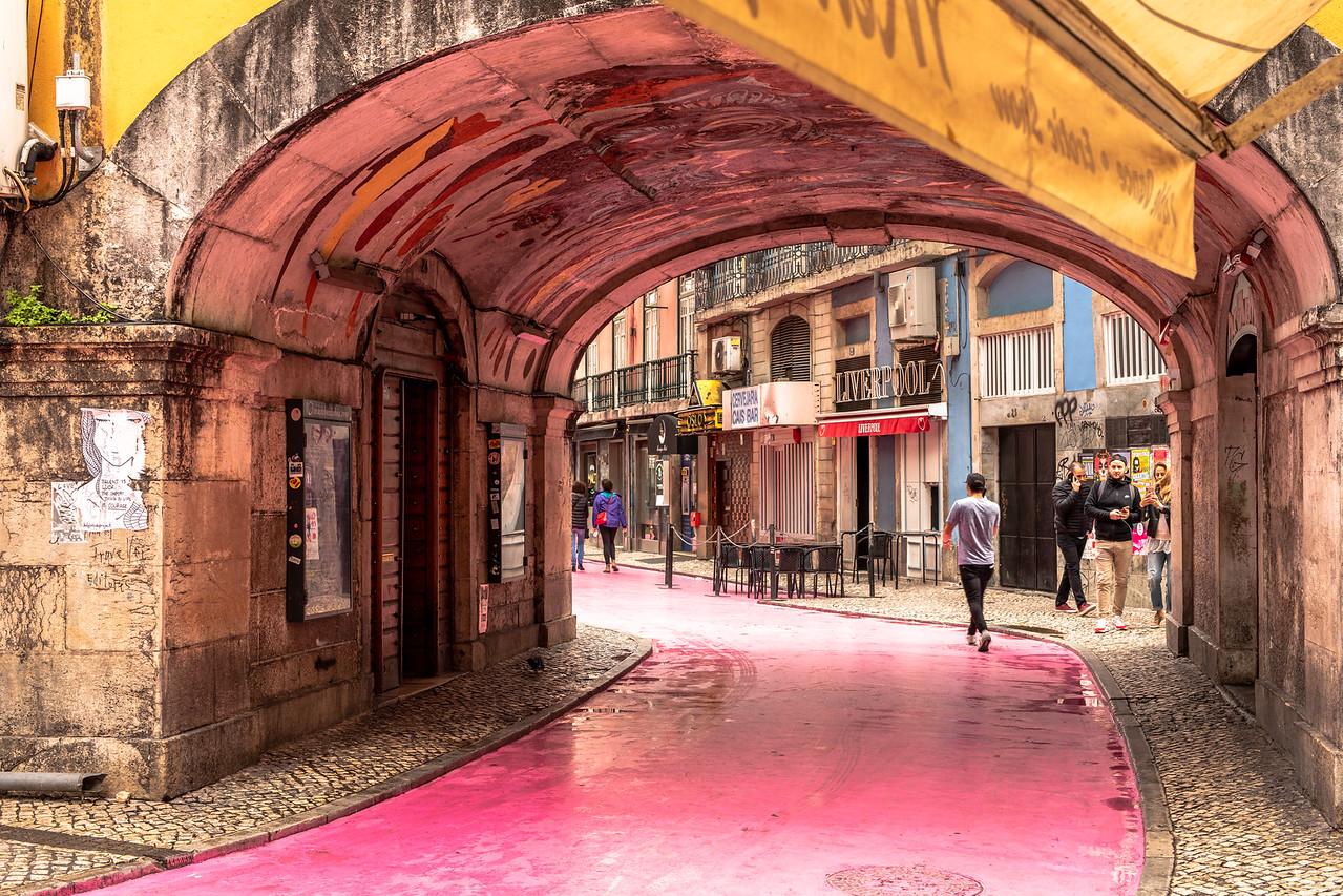 Learning Portuguese of Lisbon's Pink Street on Rua Nova do Carvalho