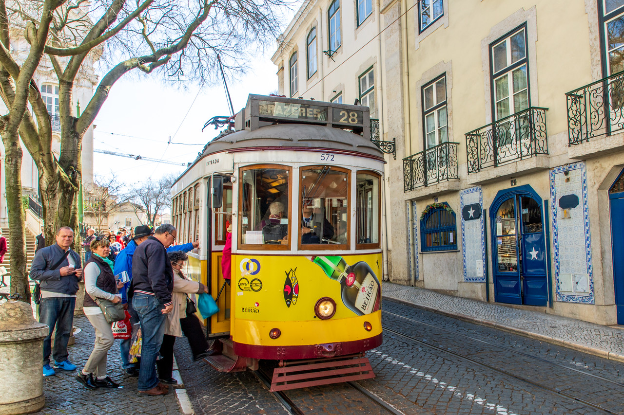 The Famous Tram 28 in Lisbon goes near Lusa Language School