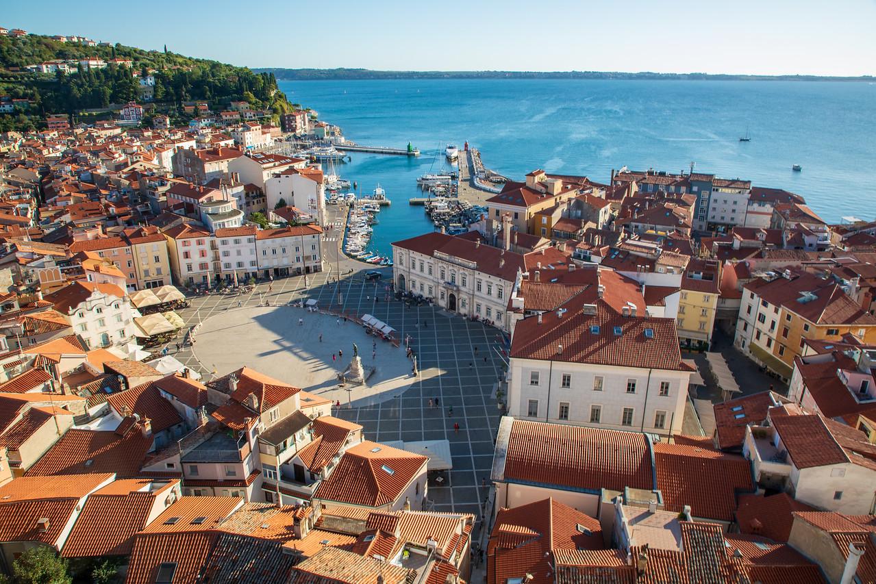 Вид на Пиран, Словения, снятый с колокольни в церкви Святого Георгия Чем заняться в Словении Чем заняться в Словении BL2A9913 X2