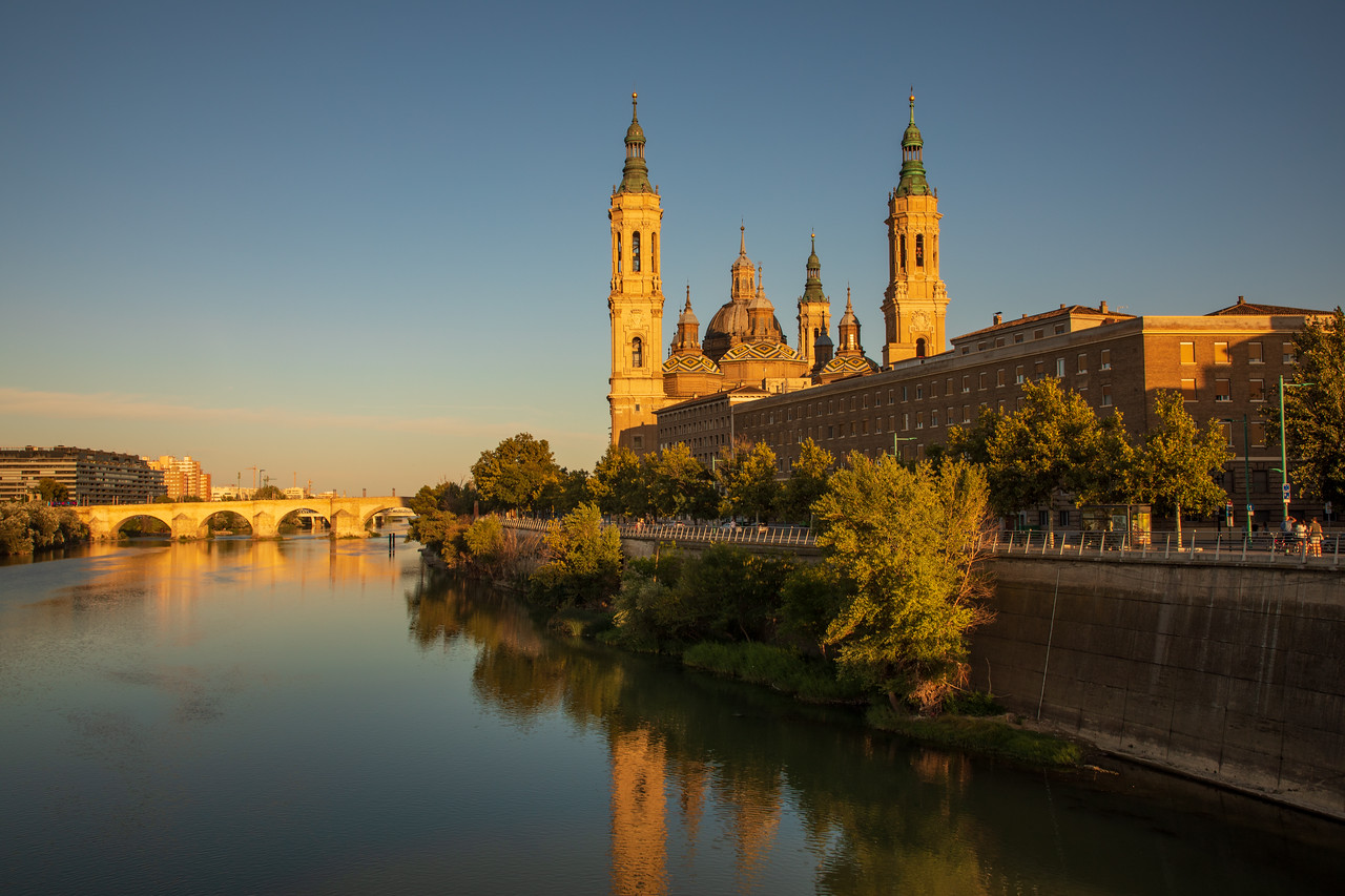 Image of Zaragoza's Basilica of Our Lady of the Pillar or Nuestra Señora del Pilar on the Ebro River