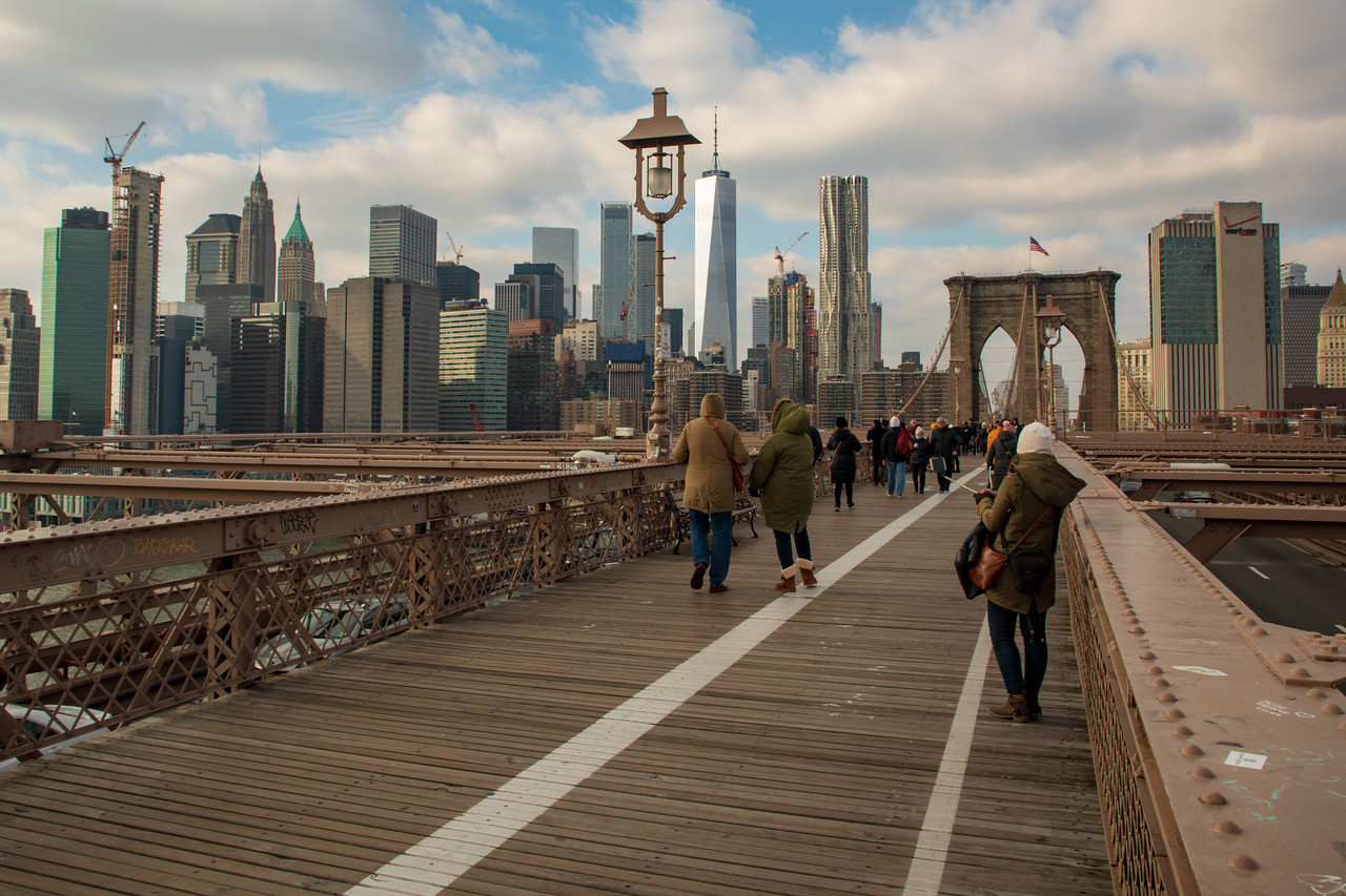 Beware Of Numerous People With Selfie-Sticks on Brooklyn Bridge Picture