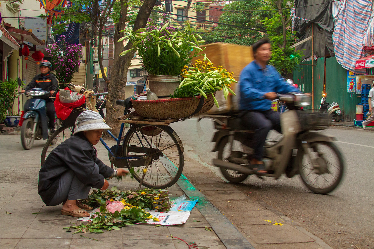 Photo: Flower Seller in Old Hanoi Vietnam | SE Asia