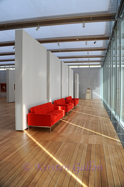 Renzo Piano Pavilion<br /> The Winter Garden area where visitors can sit and relax inside the South Gallery.