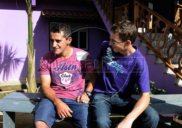 Elton Plaster, gauche, et Dimas Aliprandi, Espiritu Santo, Bresil, Mai 20, 2012.  (Austral Foto/Renzo Gostoli)