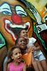 CLARIN 09- CON NOTA DE ELEONORA GOSMAN - Ninos en la entrada de la sede  de Afroreggae en el barrio Grota, Complexo do Alemao, Rio de Janeiro, Brasil,  Octubre 30, 2009.  (Austral Foto/Renzo Gostoli)