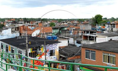CLARIN 11- CON NOTA DE ELEONORA GOSMAN - Vista general de la favela Vigario Geral, Rio de Janeiro, Brasil,  Octubre 30, 2009.  (Austral Foto/Renzo Gostoli)