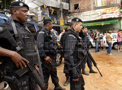 Paramilitary policemen  patrol a street of the Rocinha shantytown, Rio de Janeiro, Brazil, November 13, 2011. (Austral Foto/Renzo Gostoli)