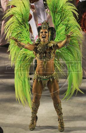 A samba dancer performs at the Sambadrome during a samba school parade,  Rio de Janeiro, Brazil, February 11, 2013. (Austral Foto/Renzo Gostoli)