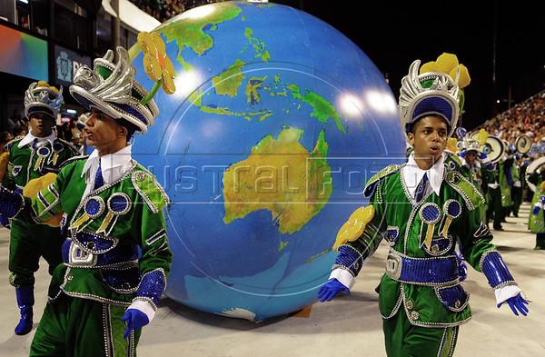 Members of a samba school perform at the Sambadrome during the samba school parade, Rio de Janeiro, Brazil, February 11, 2013. (Austral Foto/Renzo Gostoli)
