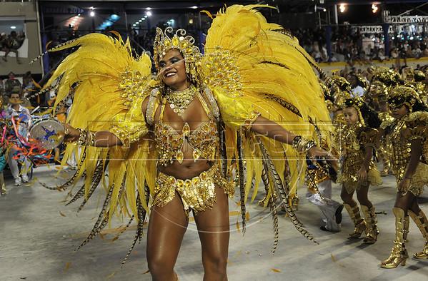 A samba dancer performs at the Sambadrome during the Beija Flor samba school parade,  Rio de Janeiro, Brazil, February 11, 2013. (Austral Foto/Renzo Gostoli)