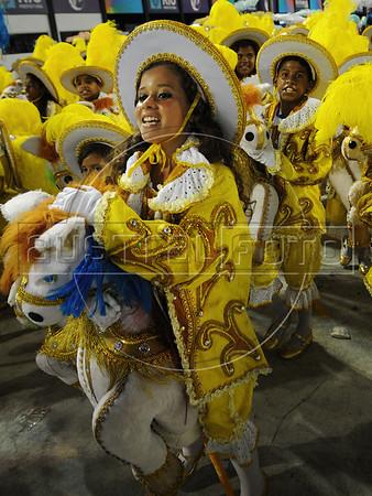Kids perform at the Sambadrome during the Beija Flor samba school parade,  Rio de Janeiro, Brazil, February 11, 2013. (Austral Foto/Renzo Gostoli)