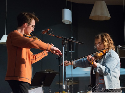 Twin fiddle contestants Joseph Wallek and Abigail Halsey