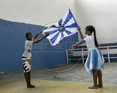 BEIJA FLOR MIRIM-  Criancas da ala mirim da Escola de samba Beija Flor de Nilopolis ensasiam no ginasio, Rio de Janeiro, Brazil, Janeiro 21, 2012. (Austral Foto/Renzo Gostoli)