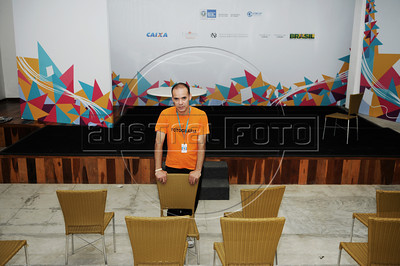 BIBLIOTECA PARQUE NA ROCINHA - Flavio Mendes (Pe) na Biblioteca Parque na favela da Rocinha, Rio de Janeiro, Brasil, Novembro 11, 2012.  (Austral Foto/Renzo Gostoli)