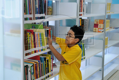 BIBLIOTECA PARQUE NA ROCINHA - Crianca na Biblioteca Parque na favela da Rocinha, Rio de Janeiro, Brasil, Novembro 11, 2012.  (Austral Foto/Renzo Gostoli)