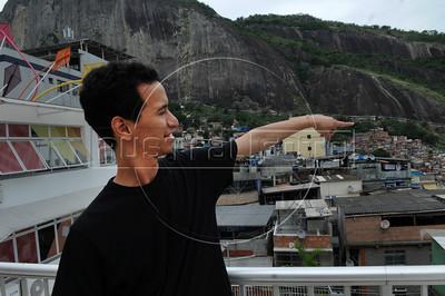 BIBLIOTECA PARQUE NA ROCINHA - Flavio Carvalho indica o lugar onde nasceu na favela da Rocinha, na Biblioteca Parque, Rio de Janeiro, Brasil, Novembro 11, 2012.  (Austral Foto/Renzo Gostoli)