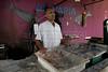 Para Infosurhoy -Aluísio Mendes da Silva, vendedor de pescado, habitante del Complexo do Alemao, Rio de Janeiro, Brazil, Diciembre 10. (Austral Foto/Renzo Gostoli)
