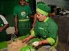 FAVELA ORGANICA- Regina Tchelly, dir, da aula de culinaria  na Associacao de Moradores da Babilonia, Rio de Janeiro, Brasil, Maio 31, 2012.  (Austral Foto/Renzo Gostoli)