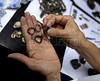 CAIS DA IMPERATRIZ-  A arqueóloga Tânia Lima do IPHAN mostra aneis descobertos nas excavacoes do Cais Da Imperatriz e do Valongo, Rio de Janeiro, Brasil, Marco 25, 2011.  (Austral Foto/Renzo Gostoli)