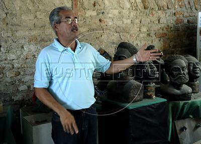 CAIS DA IMPERATRIZ-  Ricardo Castelo Branco do IPHAN falade sobre a descoberta do Cemiterio dos Pretos Novos, Rio de Janeiro, Brasil, Marco 28, 2011.  (Austral Foto/Renzo Gostoli)