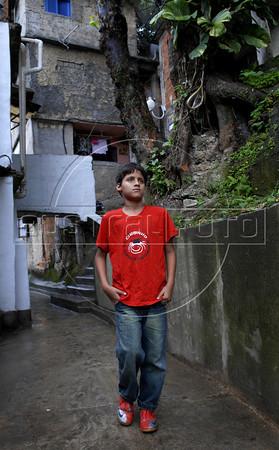 CLUBINHO DA CRIANCA-PLANETARIO -   Carlos Henrique Pereira de Souza numa ruela da favela Santa Marta,  Rio de Janeiro, Brasil, Novembro 26, 2011.  (Austral Foto/Renzo Gostoli)