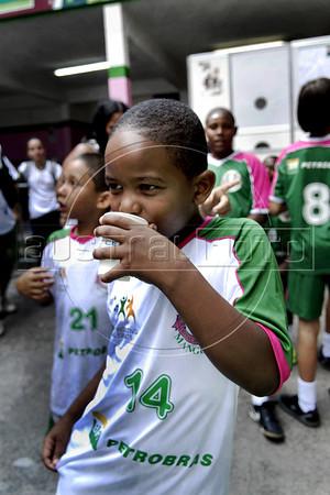 MANGUEIRA ESCOLINHA ZICO -  Victor Hugo da Silva, 7, da escolinha de futebol do Zico, na quadra da Mangueira,  Rio de Janeiro, Brasil, Janeiro 4, 2012.  (Austral Foto/Renzo Gostoli)