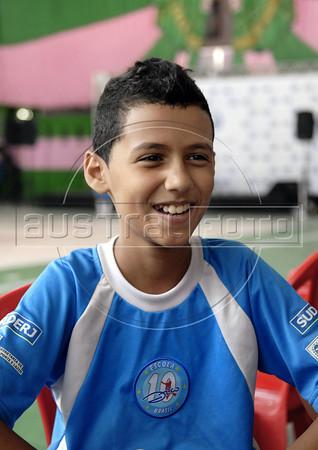MANGUEIRA ESCOLINHA ZICO -  Ronaldo Moraes, 10, da escolinha de futebol do Zico, na quadra da Mangueira, Rio de Janeiro, Brasil, Janeiro 4, 2012.  (Austral Foto/Renzo Gostoli)