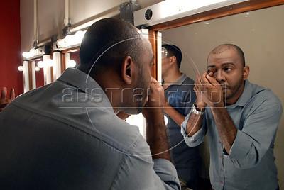 """TEATRO PM:  """"O preço de uma escolha"""" - SGT PAULO ROQUE, ator, se preparando antes de comecar a funcao, Rio de Janeiro, Brasil, Novembro 15, 2011.  (Austral Foto/Renzo Gostoli)"""