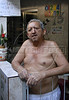 Santa Marta-  Antônio Edílson Rodrigues, morador da favela Santa Marta, na sua casa,  Rio de Janeiro, Brasil, Marco 14, 2011.  (Austral Foto/Renzo Gostoli)