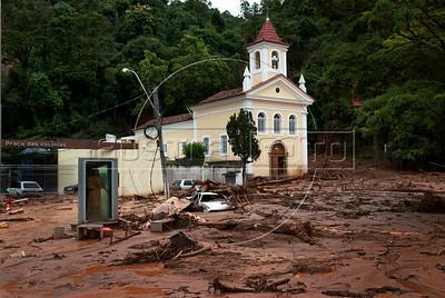 Destrocos a causa da chuva e deslicamentos na Praca do Suspiro em Nova Friburgo, Rio de Janeiro,Brazil, Janeiro 15, 2011.  (Austral Foto/Renzo Gostoli)