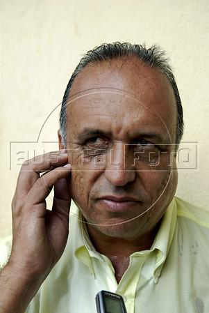 O vice governador Luiz Fernando Pezao fala com jornalista em Hospital de campanha da Marinha Brasileira em Nova Friburgo, Rio de Janeiro,Brazil, Janeiro 15, 2011.  (Austral Foto/Renzo Gostoli)