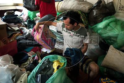 Ramon Porte, 27 anos, Técnico ambiental, voluntario, classifica doacoes para os desbrigados pelas enchentes em Nova Friburgo, Rio de Janeiro,Brazil, Janeiro 15, 2011.  (Austral Foto/Renzo Gostoli)