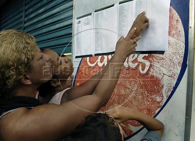 Moradores de Nova Friburgo procuram por parentes mortos no IML de Nova Friburgo, Rio de Janeiro,Brazil, Janeiro 15, 2011. (Austral Foto/Renzo Gostoli)