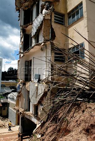 NOVA FRIBURGO UM ANO DEPOIS - Aspecto atual de edificio do centro de Nova Friburgo danificado pelos deslicamentos e chuvas de 2011, Rio de Janeiro, Brazil, Janeiro 26, 2012. (Austral Foto/Renzo Gostoli)