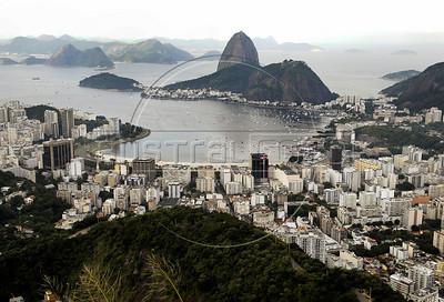 TRILHAS-  Santa Marta. Enseada de Botafogo e Pao de Acucar vistos do Mirante Dona Marta, Rio de Janeiro, Brasil, Junho 4, 2011.  (Austral Foto/Renzo Gostoli)