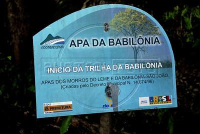 TRILHAS-  Morro da Babilonia. Inicio da trilha, Rio de Janeiro, Brasil, Marco 22, 2011.  (Austral Foto/Renzo Gostoli)