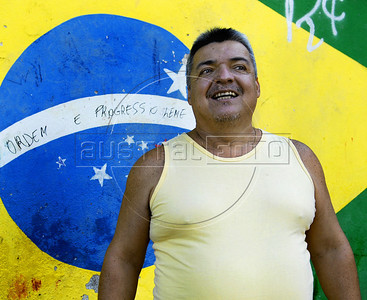 TRILHAS-  Morro da Babilonia. César Zerbinato, 48 anos, coordenador de Ecoturismo da Coopbabilônia, Rio de Janeiro, Brasil, Marco 22, 2011.  (Austral Foto/Renzo Gostoli)