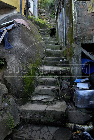 TRILHAS-  Santa Marta. Trilha, Rio de Janeiro, Brasil, Junho 5, 2011.  (Austral Foto/Renzo Gostoli)