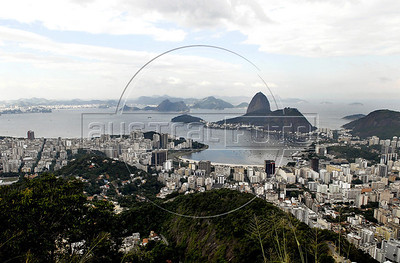 TRILHAS-  Santa Marta, Botafogo e Pao de Acucar, bahia de Guanabara vistos do Mirante  Dona Marta, Rio de Janeiro, Brasil, Junho 4, 2011.  (Austral Foto/Renzo Gostoli)