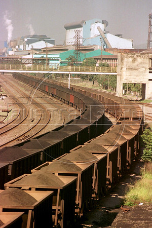 A view of the Companhia Siderurgica Nacional (CSN), in Volta Redonda, in the State of Rio de Janeiro, Brazi. CSN operates captive mines, an integrated steel mill, service centers, ports and railways. With a total annual production capacity of 5.4 million tons of crude steel and consolidated gross revenues of R$6.1 billion reported in 2002, CSN is also the only tin-plate producer in Brazil and one of the five largest tin-plate producers worldwide. (Douglas Engle/Australfoto)