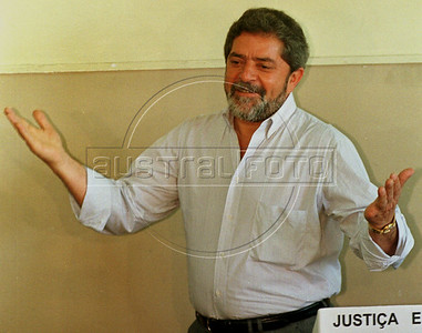Brazilian Presidential Candidate Luiz Inacio Lula da Silva reacts for the press after voting in Sao Bernardo, a suburb of Sao Paulo, Brazil, Sunday, October 4, 1998. Lula, as he is known, of a left-wing coalition lost the election to incumbant Fernando Henrique Cardoso, but became president 4 years later. (Australfoto/Douglas Engle)