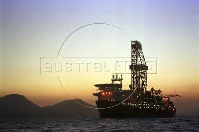 An oil platform-ship near Ilha Grande, in the state of Rio de Janeiro.(Douglas Engle/Australfoto)