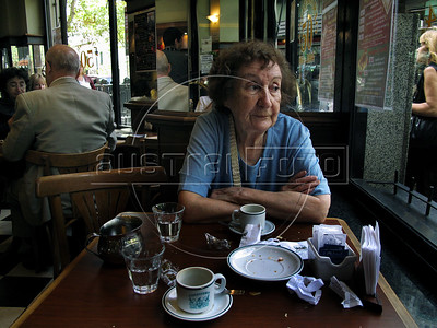 "Giulia Gostoli, 95, drink a coffe with ""croissants""  in London City cafe in Florida and Avenida de Mayo corner, Buenos Aires downtown, Buenos Aires, Argentina, January 2, 2009. (Austral Foto/Renzo Gostoli)"